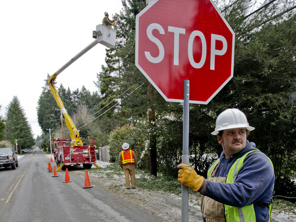 Puget Sound Energy crews work in difficult conditions to restore  power to Vashon Island